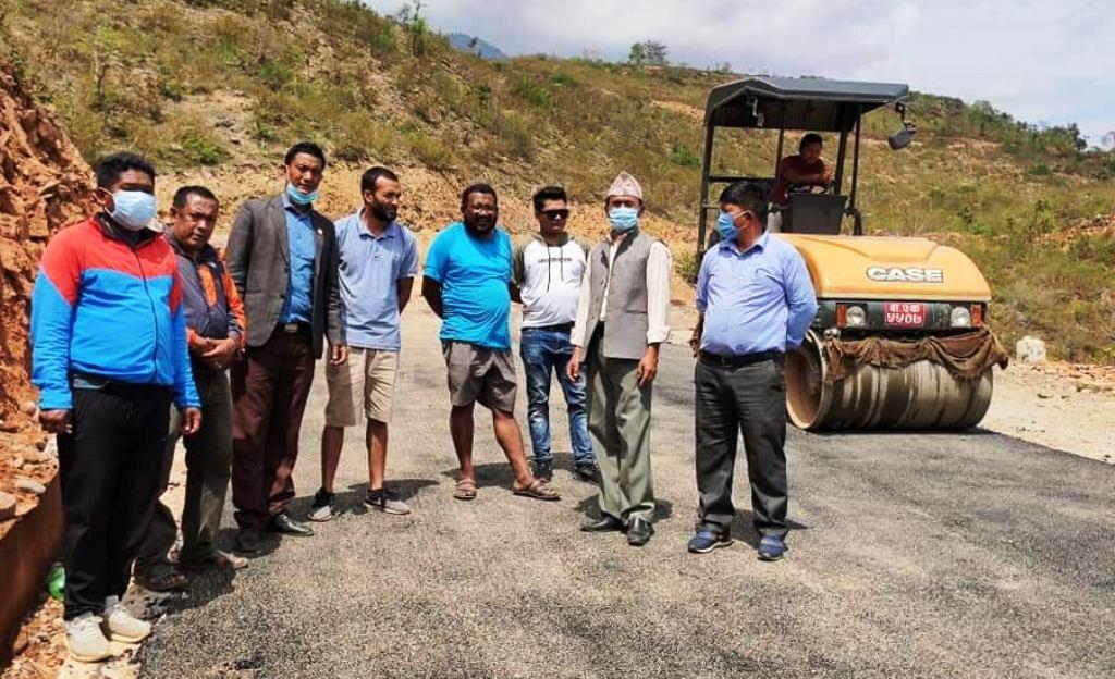 खैरेनीघाट–राकाथुम–गाल्बा–दोरम्बा–टोकरपूर सडकमा कालोपत्रेको काम सुरु